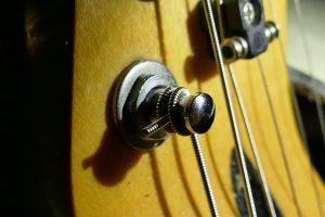 Gitaar stemmen? Stappenplan om je gitaar geweldig te laten klinken!