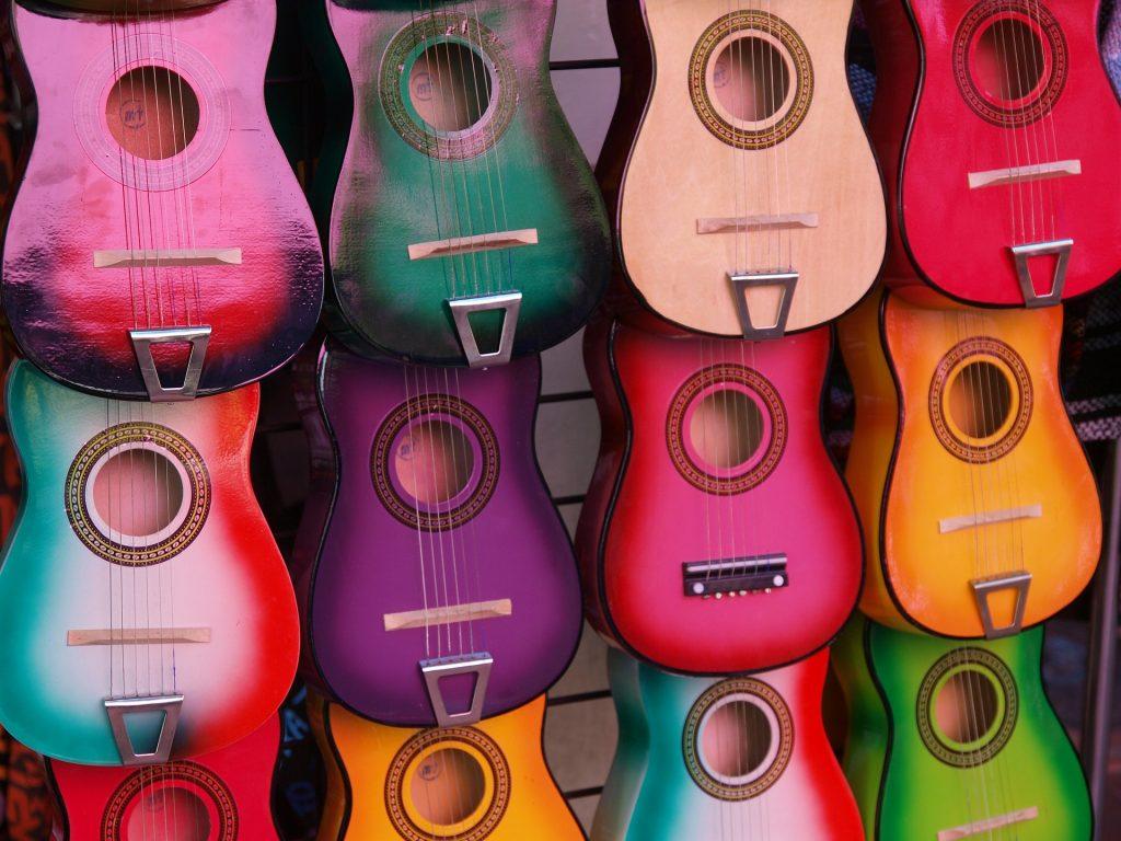 kind gitaar leren spelen