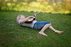 Kinderliedjes spelen op de gitaar? De leukste kinderliedjes voor je kind!
