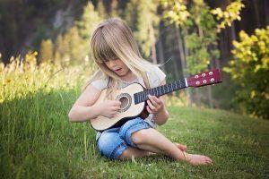 Je kind gitaar leren spelen? De beste tips die elke ouder moet weten!
