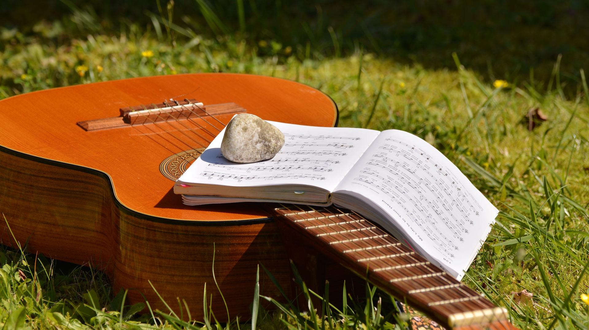 Zoek je een gitaarles boek? De beste lesboeken op een rijtje!