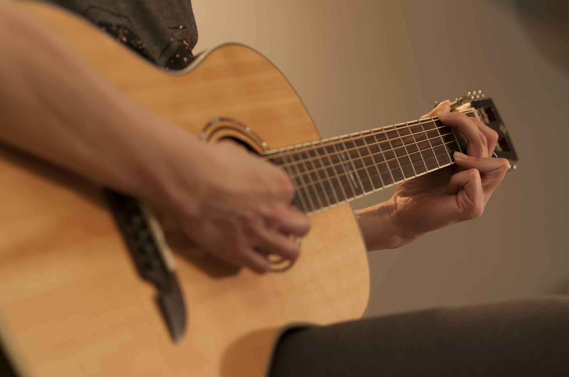Gratis gitaarles volgen? Hoe jij gratis gitaar kan leren spelen!