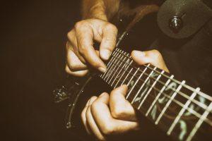 Tokkelen op gitaar? Ontdek hoe je een geweldige tokkelaar wordt!