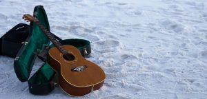 Reisgitaar kopen? De beste reisgitaren om op vakantie mee te nemen!